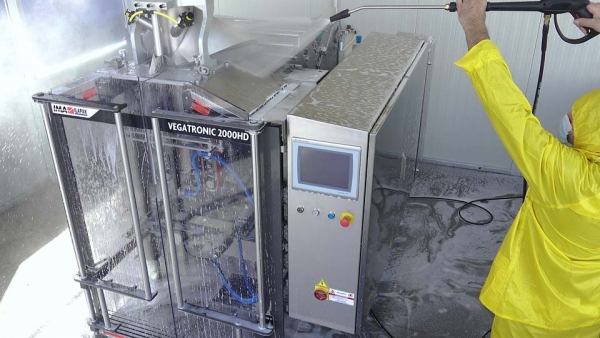 Vertical packaging machine during the washing process